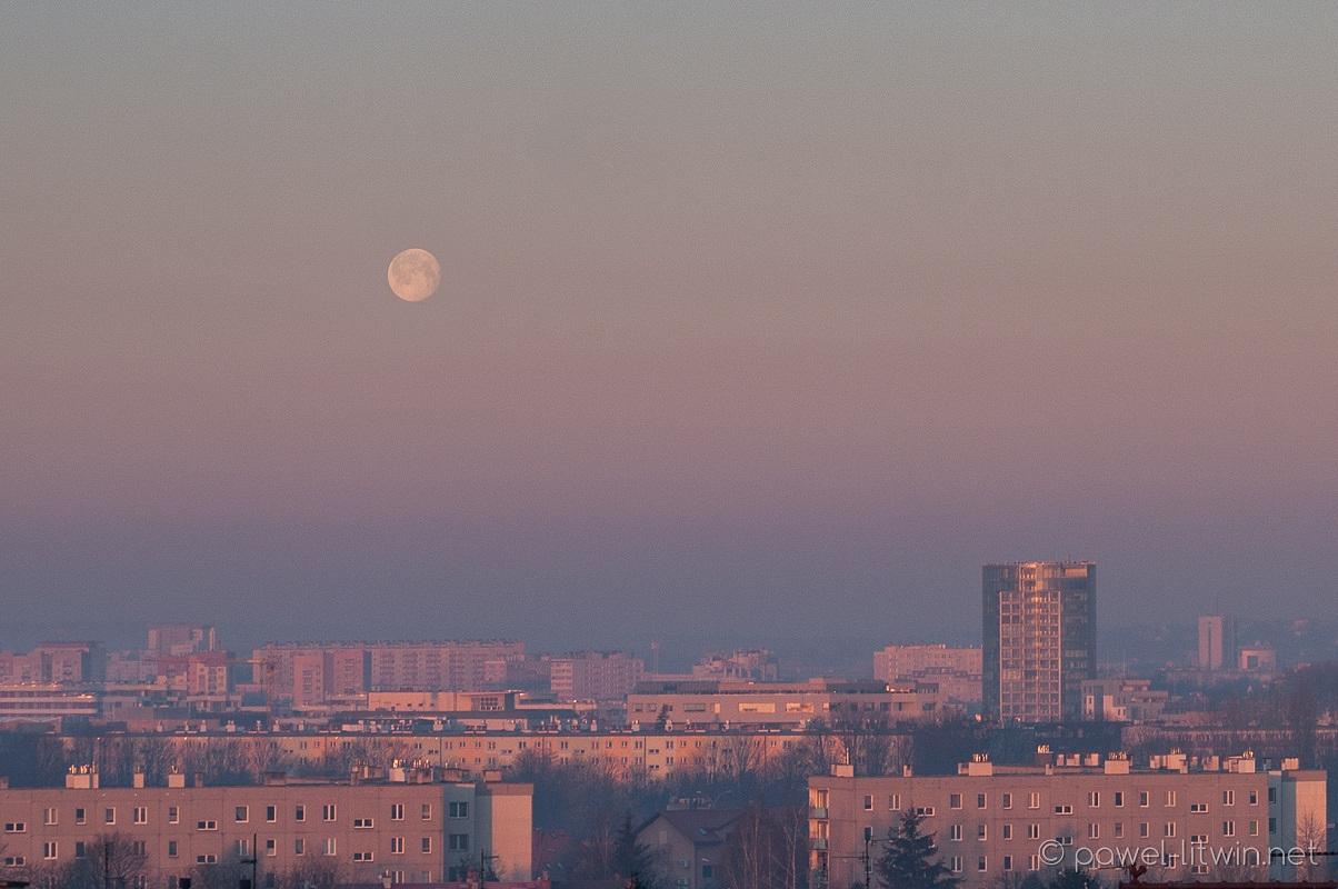 Zachód księżyca nad Rzeszowem, fotograf Paweł Litwin