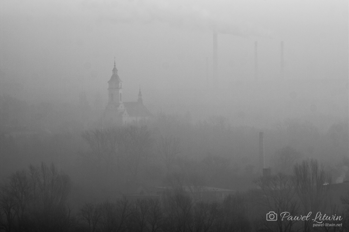 Ostrowiec Świętokrzyski we mgle