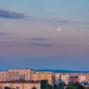 Zachód księżyca nad Rzeszowem