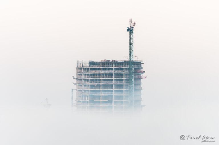 Capital Towers w Rzeszowie we mgle